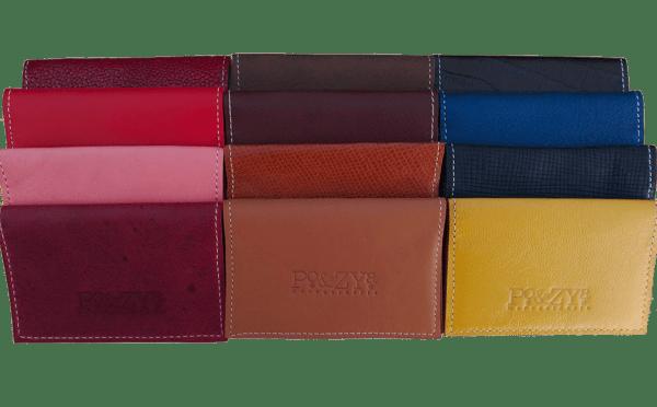 ensemble de porte-cartes en cuir de différentes couleurs
