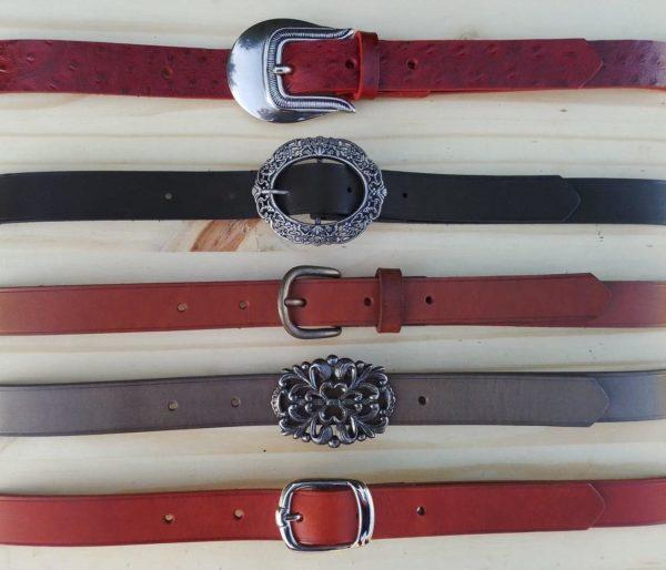 ensemble de ceintures en cuir 2,5cm de large de différentes couleurs