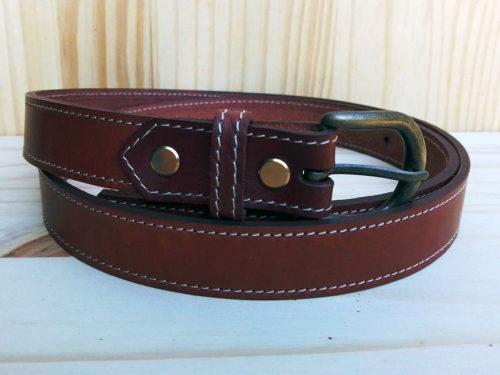 ceinture en cuir marron piquée de 2,5 cm de largeur