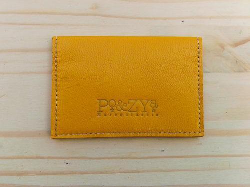 porte-cartes en cuir jaune