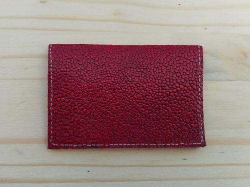 porte-cartes en cuir rouge galuchat