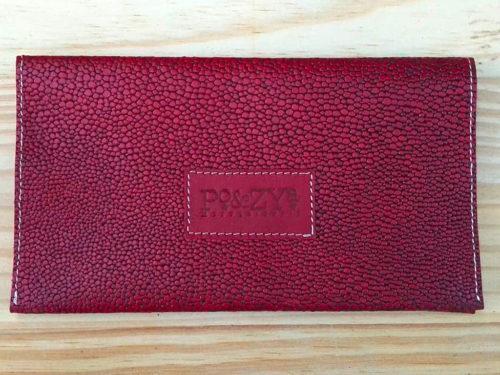 porte-chéquier en cuir rouge galuchat