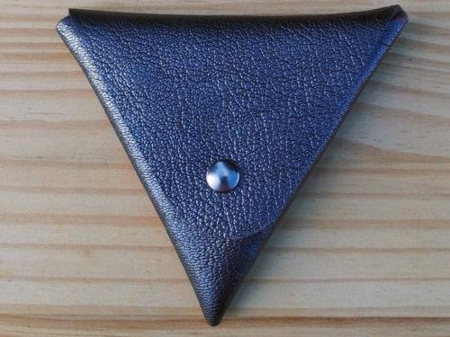 porte monnaie triangle en cuir argenté