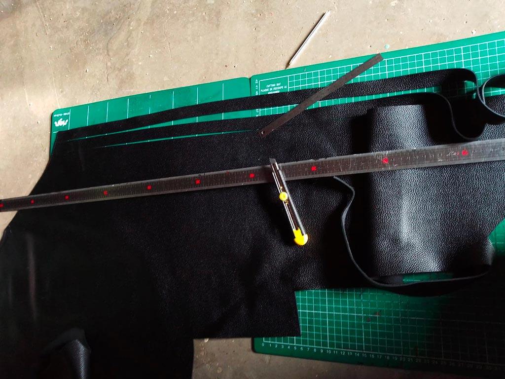 couper les bandoulières du sac en cuir
