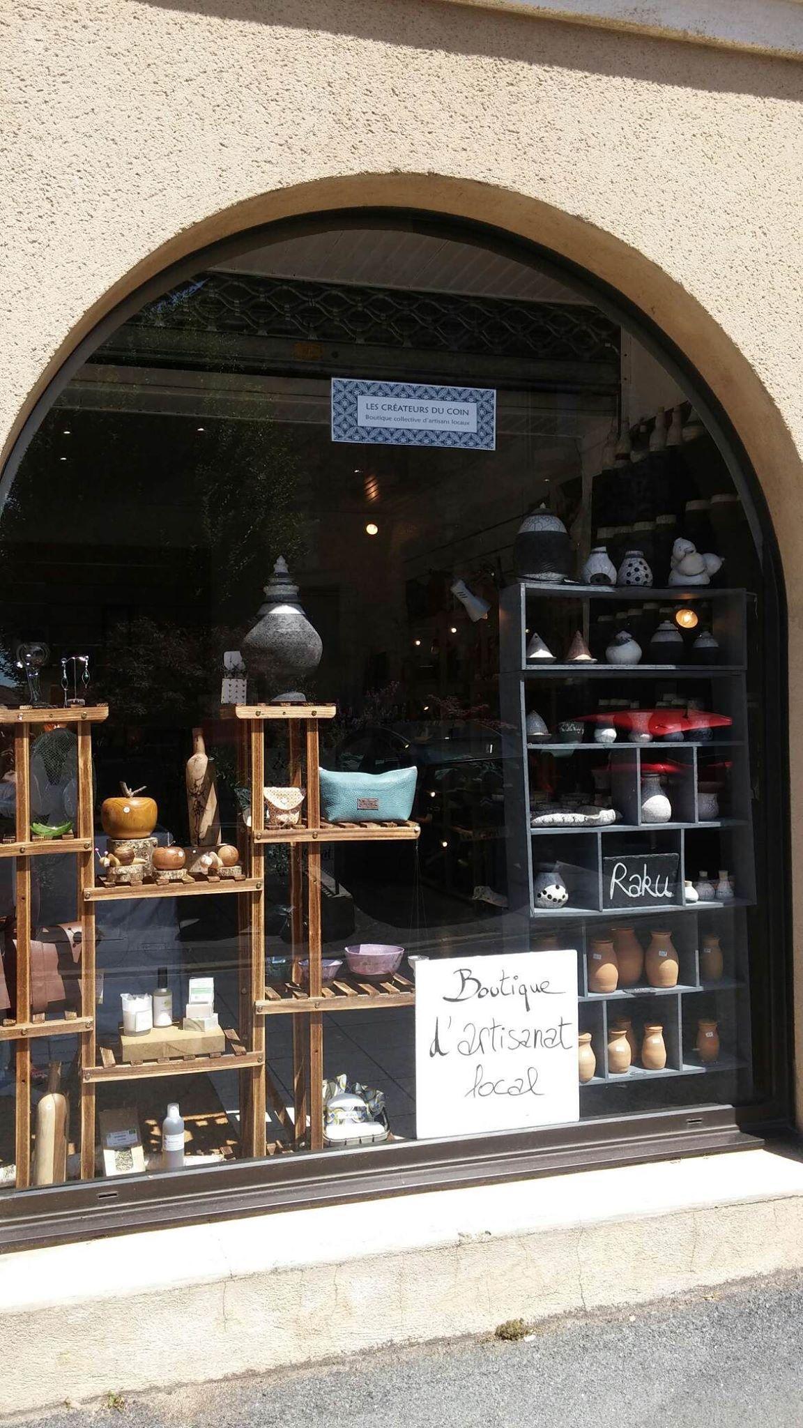 vitrine boutique Bergerac artisans locaux en Périgord